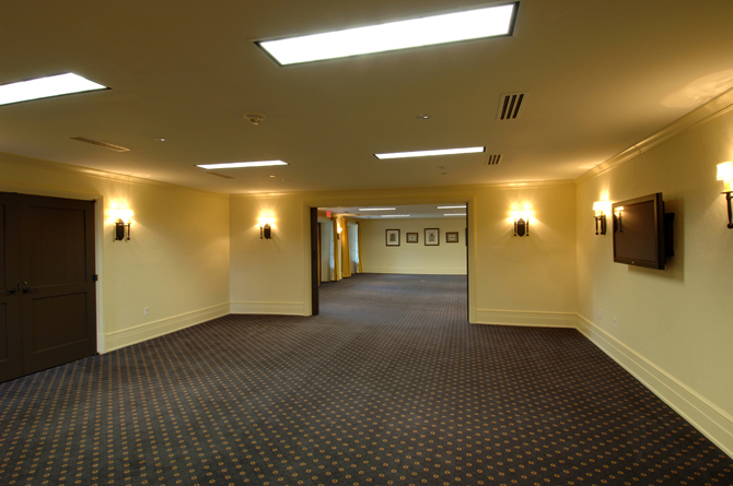 Old Edwards Inn Conference & Fitness Center Hallway